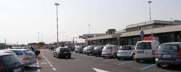 Come scegliere un parcheggio al aeroporto