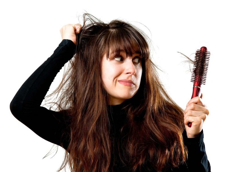 Come evitare la caduta dei capelli mangiando in modo sano ed equilibrato